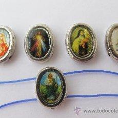 Antigüedades: LOTE DE 5 RAROS ABALORIOS DE CRISTO, VIRGENES, SANTOS PARA PULSERA O COLLAR.. Lote 30608376