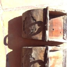 Antigüedades: 2 ANTIGUOS ESTRIBO : MADERA, FORJA Y METAL.2. Lote 39035228