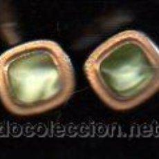 Antigüedades: PAR DE GEMELOS ANTIGUOS COLOR ORO Y VERDE ESPERANZA. Lote 30643010