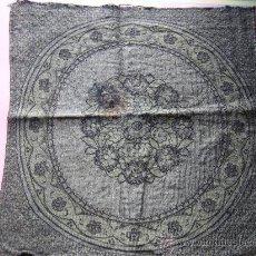 Antigüedades: ANTIGUO PAÑO TAPETE VERDE BORDADO. Lote 30648528