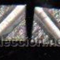Antigüedades: PAR DE GEMELOS ANTIGUOS CON FORMA DE CUADRADO Y DIBUJO EN EL INTERIOR, COLOR PLATA. Lote 30672568