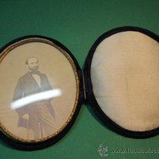 Antigüedades: CONSERVADO PORTAFOTO DE BOLSILLO O BOLSO, TERCIOPELO, ACRISTADO. SG.XIX. 1870. Lote 30657887