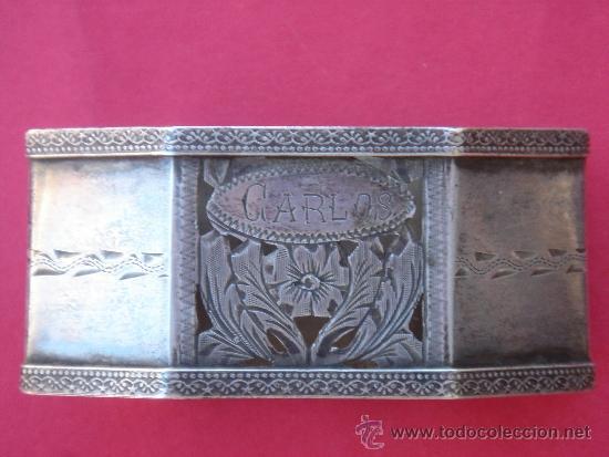 SERVILLETERO DE PLATA -S. XIX-.CINCELADO,CALADO Y MARCADO.- CARLOS. 6 CMS ANCHURA Y 17 GRS PESO. (Antigüedades - Platería - Plata de Ley Antigua)