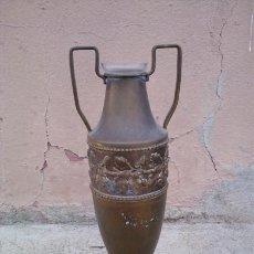 Antigüedades: FLORERO DE METAL Y CRISTAL. Lote 30692001