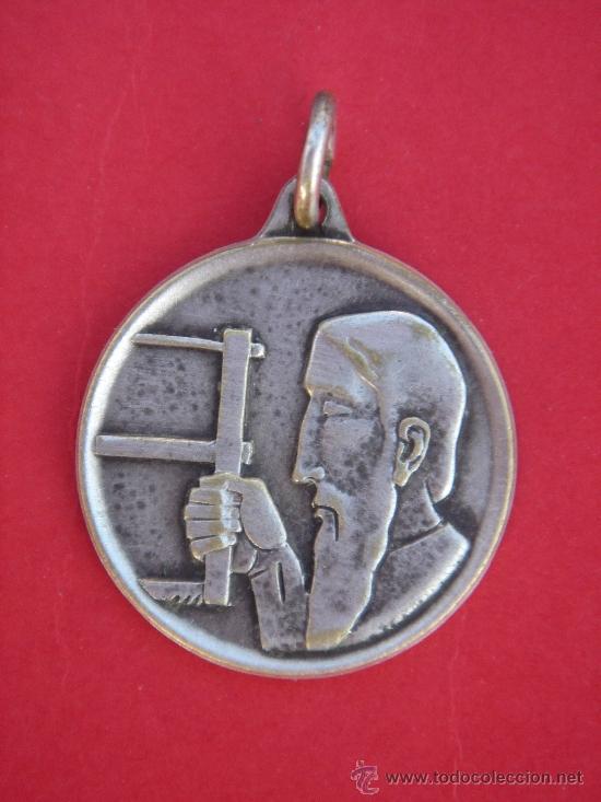 MEDALLA RELIGIOSA ANTIGÜA DE PLATA -ST. JOSEPH PRAY FOR US-. 2,05 CMS DE DIÁMETRO Y 3,5 GRS PESO. (Antigüedades - Religiosas - Medallas Antiguas)