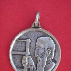 Antigüedades: MEDALLA RELIGIOSA ANTIGÜA DE PLATA -ST. JOSEPH PRAY FOR US-. 2,05 CMS DE DIÁMETRO Y 3,5 GRS PESO.. Lote 30698660