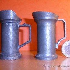 Antigüedades: DOS MEDIDAS DE ZINC O ESTAÑO ?,CON MARCAS.. Lote 30711948