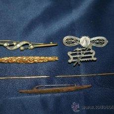 Antigüedades: LOTE DE 7 AGUJAS DE CORBATA DE DIFERENTES ÉPOCAS, MATERIALES Y ESTILOS. Lote 30716623