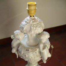 Antigüedades: LAMPARA DE MESA, ITALIANA, CERAMICA Y PANTALLA ORIGINAL PRECIOSA 65 CMS TOTAL. Lote 30717333