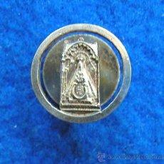 Antigüedades: PEQUEÑA MEDALLA DE SOLAPA O BOTÓN VIRGEN DE LA SIERRA-PATRONA DE CABRA CÓRDOBA BAÑO PLATA MEDALLITA. Lote 30725313
