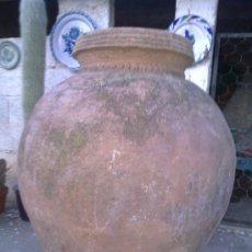 Antigüedades: ANTIGUA TINAJA DE BARRO, UTILIZADA PARA GUARDAR EL VINO O AGUA. Lote 30725354