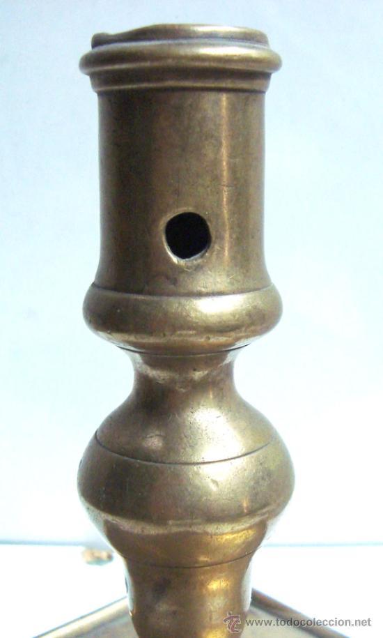 Antigüedades: Portavelas antigua de bronce del siglo XVIII - Foto 4 - 30736841