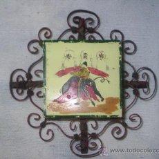 Antigüedades: AZULEJO CON 4 CAJAS DE CERILLAS Y FORJA ANTIGUO - MIDE 15 CM DE DIAMETRO TOTAL X 5 CM DE GRUESO-. Lote 30934297