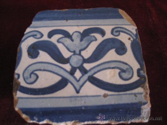 AZULEJO DE PORTUGAL. TECNICA PINTADA LISA . SIGLO XVII - XVIII. (Antigüedades - Porcelanas y Cerámicas - Azulejos)