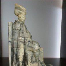 Antigüedades: ELEGANTE SUJETALIBROS ANTIGUO DE CERVANTES EN SÍMIL DE MÁRMOL .. Lote 30849321