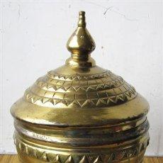 Antigüedades: COPA LATON – BRONCE .. CON BASE DE MADERA. Lote 30863994