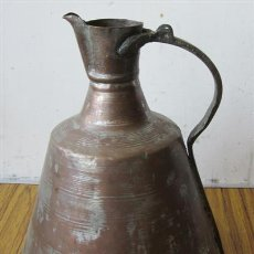 Antigüedades: JARRA DE COBRE .. ASA DE BRONCE CON LABRADOS. Lote 30864010