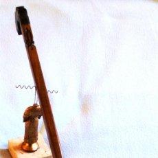 Antigüedades: (BASTONES) BASTÓN ARTESANAL DE DISEÑO DETALLE DE FLOR DE LYS - ¡PROMOCION 30% EN BASTONES!. Lote 30873959
