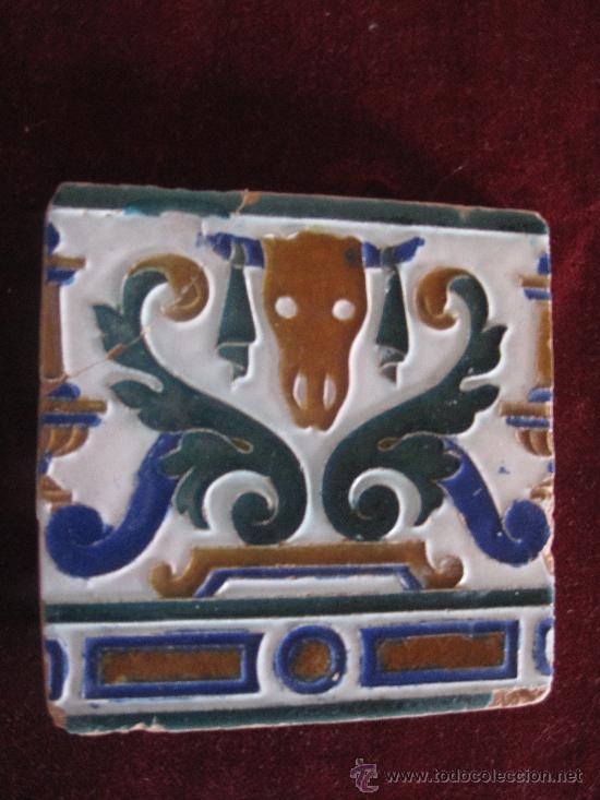 AZULEJO ANTIGUO DE TALAVERA ( TOLEDO ) CERAMICA RUIZ DE LUNA - MEDIADOS S/ XX- BUCRANEO. (Antigüedades - Porcelanas y Cerámicas - Talavera)