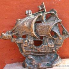 Antigüedades: REPRODUCCION EN BRONCE DE CARAVELA CON ESTRELLA DE DAVID EN UNA DE LAS VELAS. Lote 30931887