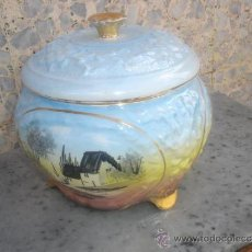 Antigüedades: CENTRO DE MESA BOMBONERA DE CERAMICA. Lote 30945353