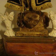 Antigüedades: PAREJA DE JARRONCITOS IDEAL PARA CAPILLA DE VIRGEN O NIÑO JESUS, PORCELANA ESTILO ISABELINO 12 CM. Lote 30949181
