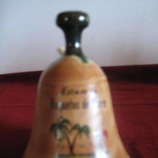 Antigüedades: CAMPANILLA EN CERAMICA, RECUERDO DE ROQUETAS DE MAR.. Lote 30988434
