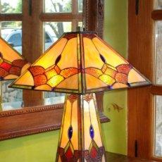 Antigüedades: LAMPARA ESTILO TIFFANY O,65 DE ALTO X 0,42 DE DIAMETRO PANTALLA. Lote 31049762