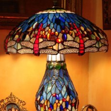 Antigüedades: LAMPARA ESTILO TIFFANY O,65 DE ALTO X 0,44 DE DIAMETRO PANTALLA. Lote 31050056