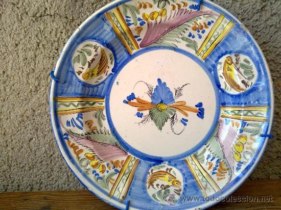 ANTIGUA FUENTE PINTADA A MANO DE LARIO. (Antigüedades - Porcelanas y Cerámicas - Lario)