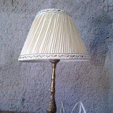 Antigüedades: LAMPARA CON EL PIE DE BRONCE. Lote 31060786