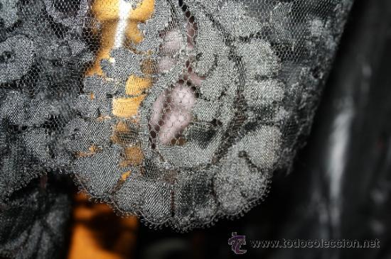 Antigüedades: INCREÍBLE MANTILLA RECTANGULAR CON BORDADOS A MANO SOBRE TUL. PRECISA REPASO. PRINC. S. XX - Foto 5 - 31081610