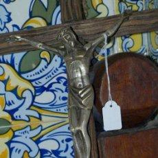 Antigüedades: CRISTO BRONCE. CRUZ DE MADERA. C 1940. Lote 31111334