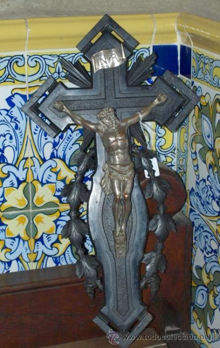Antigüedades: Cristo cobre en cruz madera tallada. C 1920. - Foto 2 - 31111464