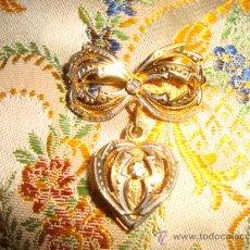 Antigüedades: PRECIOSO BROCHE PARA CORAZON DE VIRGEN DE VESTIR, MOVIL ESTILO GUARDAPELE. Lote 31114685
