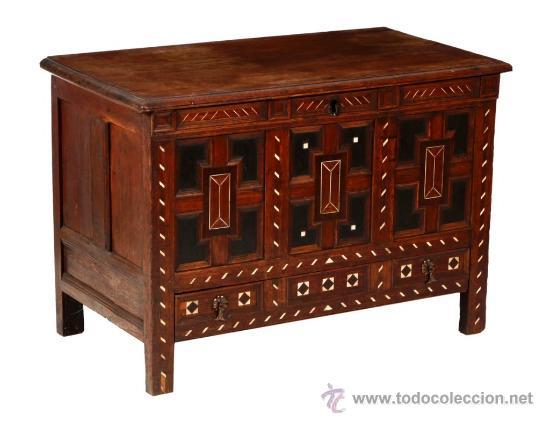 ARCA EN MADERA DE PALO SANTO,ENBUTIDO EN MARFIL Y EBANO SIGLOXIX (Antigüedades - Muebles Antiguos - Baúles Antiguos)