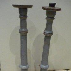 Antigüedades: DOS CANDELABROS DE MADERA POLICROMADA. SIGLO XVIII.. Lote 31141552