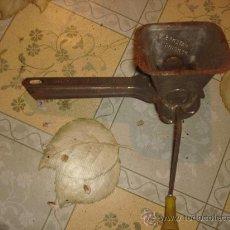 Antigüedades: ANTIGUO RALLADOR DE QUESO DE HIERRO / AÑOS 20~30. Lote 31150426