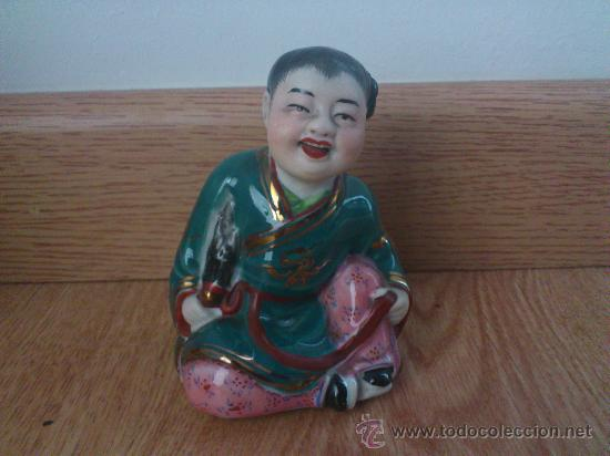 MAGNIFICA OBRA DE ARTE JAPONES, ANTIGUA FIGURA JAPONESA PINTADA A MANO Y SELLADA, ESTILO KUTANI (Antigüedades - Porcelana y Cerámica - Japón)