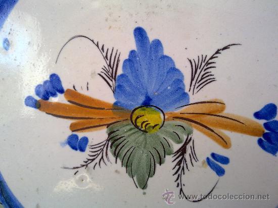 Antigüedades: antiguo plato de ceramica pintado a mano de lario - Foto 2 - 31088832