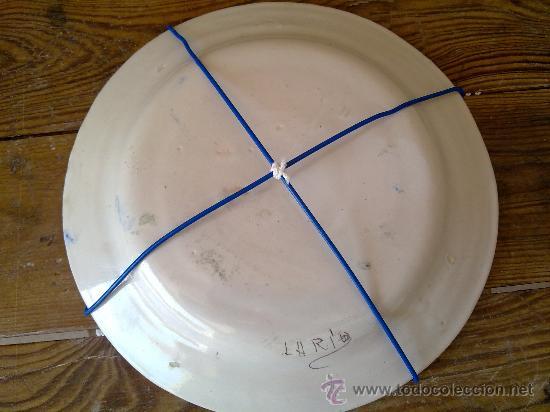Antigüedades: antiguo plato de ceramica pintado a mano de lario - Foto 4 - 31088832