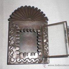 Antigüedades: ANTIGUO RELICARIO EN LATA REPUJADA,ARTE POPULAR,S. XIX. Lote 31238033
