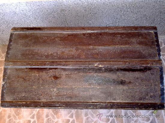 Antigüedades: antiguo baul de madera, forrado de una especie de polipiel - Foto 2 - 31245914