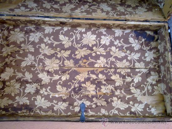 Antigüedades: antiguo baul de madera, forrado de una especie de polipiel - Foto 4 - 31245914