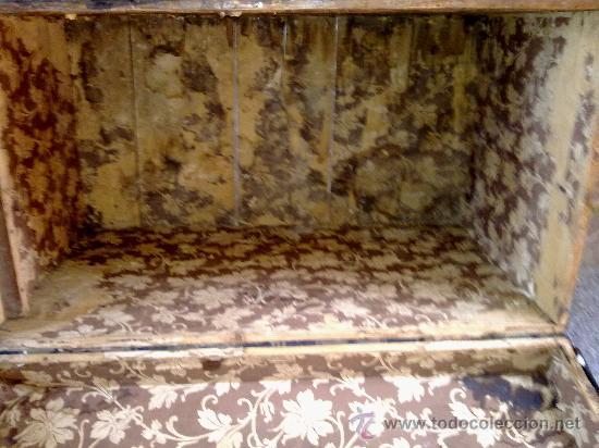 Antigüedades: antiguo baul de madera, forrado de una especie de polipiel - Foto 5 - 31245914