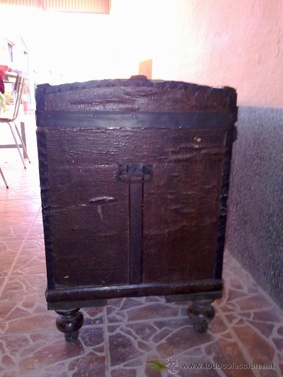 Antigüedades: antiguo baul de madera, forrado de una especie de polipiel - Foto 6 - 31245914