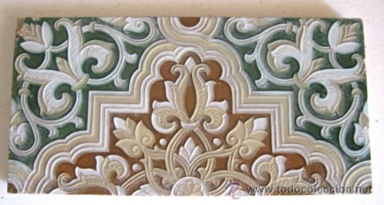 AZULEJO DE ARISTA. RODRÍGUEZ MENSAQUE. TRIANA, SEVILLA (Antigüedades - Porcelanas y Cerámicas - Triana)