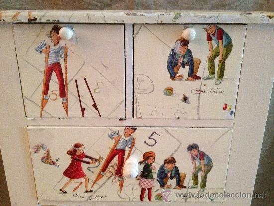 Antigüedades: mesita de niños en gris niebla decorada con niños jugando a ls juegos de antaño. - Foto 3 - 31267564