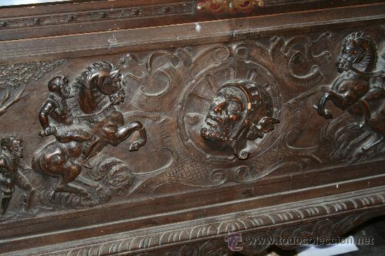 ANTIGUA ARCA ESTILO FRANCES CON DIBUJOS EN RELIEVE (Antigüedades - Muebles Antiguos - Baúles Antiguos)