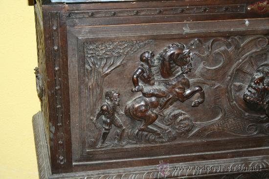Antigüedades: antigua arca estilo frances con dibujos en relieve - Foto 2 - 31271150